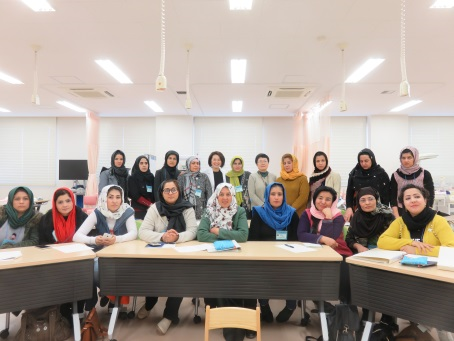 佐久大学で日本の看護教育、助産教育について講義、演習を受けました。